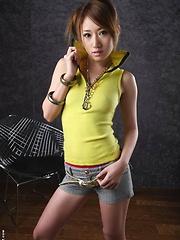 Yuu Hazuki strips and shows her hot body