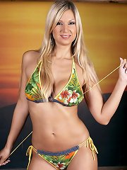 Hot blonde busty babe masturbates