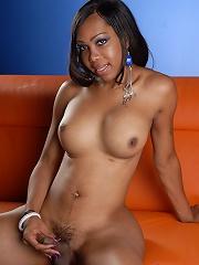 Chocolate hotness Sexxxy Jade posing her beautiful body