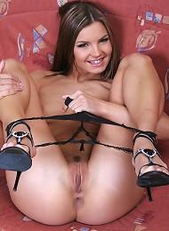 Sexy Suzie puts on a stunning strip show