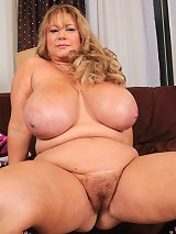 These updates never get tiring! The sexy Samantha38g cant get enough of the way she gets u horny! She rubs her sexy BBW body and plays with her huge t