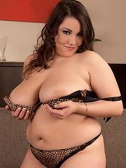 Beti Phellasio - Love Those Curves