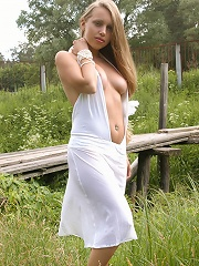 Zemani.com Pricha - Pricha take off her white dress and poses naked on a bridge at the country-side.