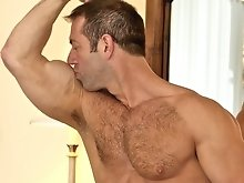 Muscle gay bear Vic Rocco photo set