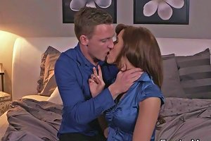 Good Looking Milf Pounded In Bed Txxx Com