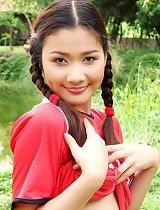 free asian gallery Soccer girl Arisa Sunaree...