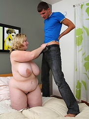 She Burglar Feels Up Her Bbw Tits, Gets A Blowjob, And Ends Up Screwing Her Wet Cunt