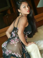 Real Asian girl Tailynn shows off her tight body