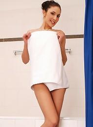 Brunette Vixen Showers Furry Muff Teen Porn Pix