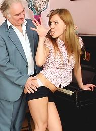Piano Playing Chick Screws Senior Teen Porn Pix