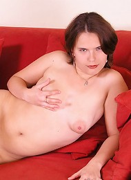 Chubby Girlie Gives Her Shaven Clam A Good Stretching Teen Porn Pix