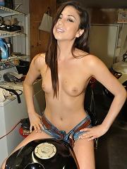 Cute amateur gf naked in boyfriends garage