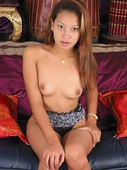 Sexy thai beauty plugs her tight asian pussy with differents big dildos