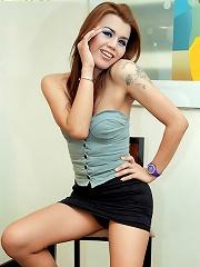 Restless Thai tranny hooker unloads her balls